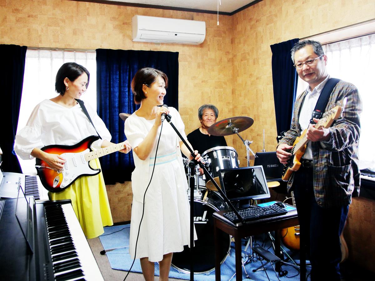 堀川ミュージックスクールでは生徒様でバンドを組んで頂けます
